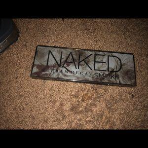 Naked Smokey eyeshadow